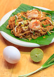Selective focus Thai noodle or padthai with  shrimp and blur veg Stock Photos