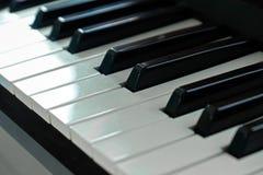 Selectivo ascendente cercano del piano enfocado Foto de archivo libre de regalías