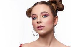 Selekcyjna ostrość kobieta z jaskrawym fachowym makeup zdjęcia stock