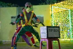 Selekcyjna ostrość na porady pudełku przed dancingowym występem na jawnej ulicie Tajlandzkiego języka sposoby Dziękują was dla po obrazy royalty free