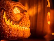 Selekcyjna ostrość na twarzy pomarańczowa straszna bania z Obrazy Royalty Free