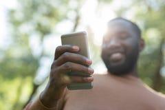Selekcyjna ostrość nowożytny nowatorski smartphone zdjęcia royalty free