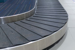 Selekcyjna ostrość, pusty bagażowy carousel w lotniskowej sala Zdjęcie Royalty Free