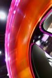 Selekcyjna ostrość Samochodowi aliaży koła przy sklepem zdjęcia royalty free