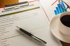 selekcyjnej ostrości pióro, Biznesowej pożyczki podaniowa forma, streszczenie przypala Zdjęcia Stock