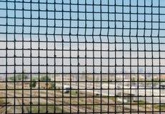 Selektiv fokus av porten med drevbussgaraget och Milan royaltyfri foto