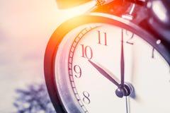 Selektiv fokus för Closeuptappningklocka på för nolla-` för nummer 10 klockan Arkivbilder