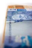 Selektiv fokus på brasilianska pengar Arkivfoton
