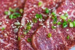 Selektiv fokus på makrosikt av nytt japanskt suveränt nötkött A5 Arkivfoton