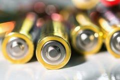 selektiver Fokus der alkalischen AA-Batterieenergie Stockbild