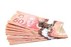 Selektiver Fokus einer Reihe von 50 kanadischen Dollar stockbilder