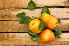 selektivt för nya naturliga pears för bakgrundsfokus moget dof Arkivbild