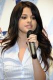 Selena Gomez che sembra in tensione. Fotografia Stock
