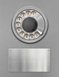Seletor giratório retro de telefone público e placa de metal imagem de stock