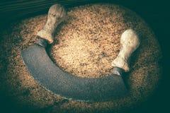 Selettore rotante d'annata dell'erba di legno e del ferro fotografia stock libera da diritti