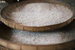 Selezionare il buon riso Fotografie Stock Libere da Diritti