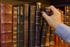 Selezionare un libro Immagine Stock