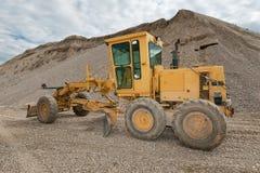 Selezionatore per la costruzione di strade in una cava di ghiaia Fotografia Stock