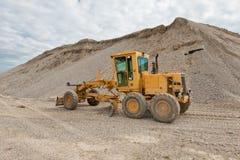 Selezionatore per la costruzione di strade in una cava di ghiaia Fotografia Stock Libera da Diritti
