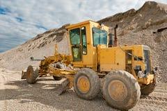 Selezionatore per la costruzione di strade in una cava di ghiaia Fotografie Stock Libere da Diritti
