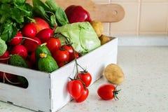 Selezione degli ortaggi freschi dal mercato degli agricoltori Immagine Stock Libera da Diritti