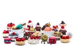 Selezione dei dolci, dei macrons, dei bigné e degli ossequi della miniatura fotografia stock libera da diritti