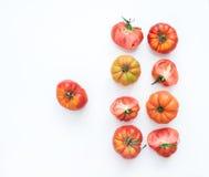 Selezione dei pomodori di cimelio su un contesto bianco Immagine Stock