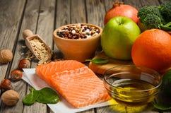 Selezione dei prodotti che è buona per il cuore ed i vasi sanguigni Immagini Stock Libere da Diritti