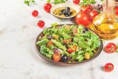 Selezione dei prodotti per insalata ed insalata Fotografie Stock