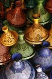 Selezione dei tajines marocchini molto variopinti Immagine Stock