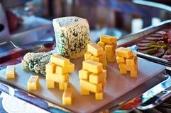 Selezione del vassoio di formaggio Fotografia Stock