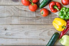Selezione della verdura variopinta sulla tavola di legno Immagine Stock Libera da Diritti