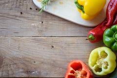 Selezione della verdura variopinta sulla tavola di legno Immagine Stock