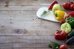 Selezione della verdura variopinta sulla tavola di legno Immagini Stock Libere da Diritti
