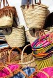 Selezione delle borse della paglia e dei canestri di vimini Fotografie Stock Libere da Diritti