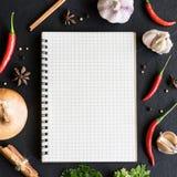 Selezione delle erbe e degli ingredienti delle spezie per cucinare Immagine Stock