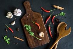 Selezione delle erbe e degli ingredienti delle spezie per cucinare Fotografia Stock