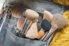 Selezione delle spazzole di trucco in sacchetto Fotografie Stock