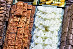 Selezione di latte e del dolce svizzero bianco della pralina del cioccolato Fotografie Stock Libere da Diritti