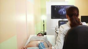 Selezione professionale di medico della donna incinta dall'ultrasuono archivi video