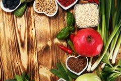 Selezione pulita di cibo dell'alimento sano E immagine stock