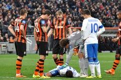 Seleznyov se trouve sur la pelouse après collision Image libre de droits