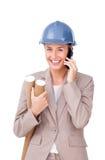Self-assured женский архитектор на положении телефона стоковые изображения