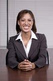 Selfconfident lächelnde Geschäftsfrau Stockbilder