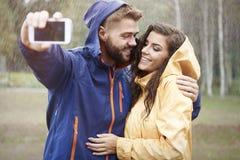 Selfie在雨天 免版税库存图片