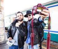 Selfie时间!Vloggers提供他们的假期 库存图片