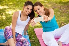 Selfie à notre classe de yoga Image libre de droits