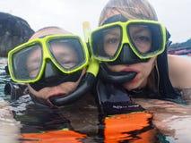 Selfie κολυμπώντας με αναπνευτήρα στοκ εικόνες