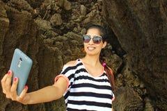 Selfie азиатской девушки щелкая Стоковое Изображение RF