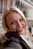Selfie-взгляд женщины принимая автопортрет Стоковое Изображение